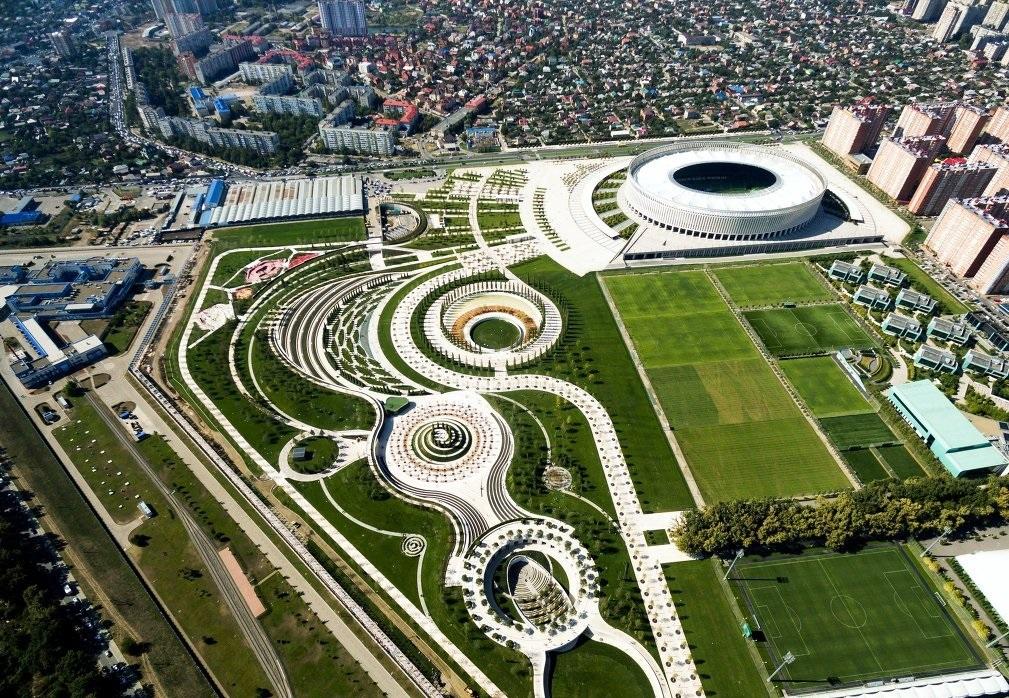 рядом с новым «чудом света Краснодара» по близости возводятся жилые комплексы «Флотилия» и «Гарантия»