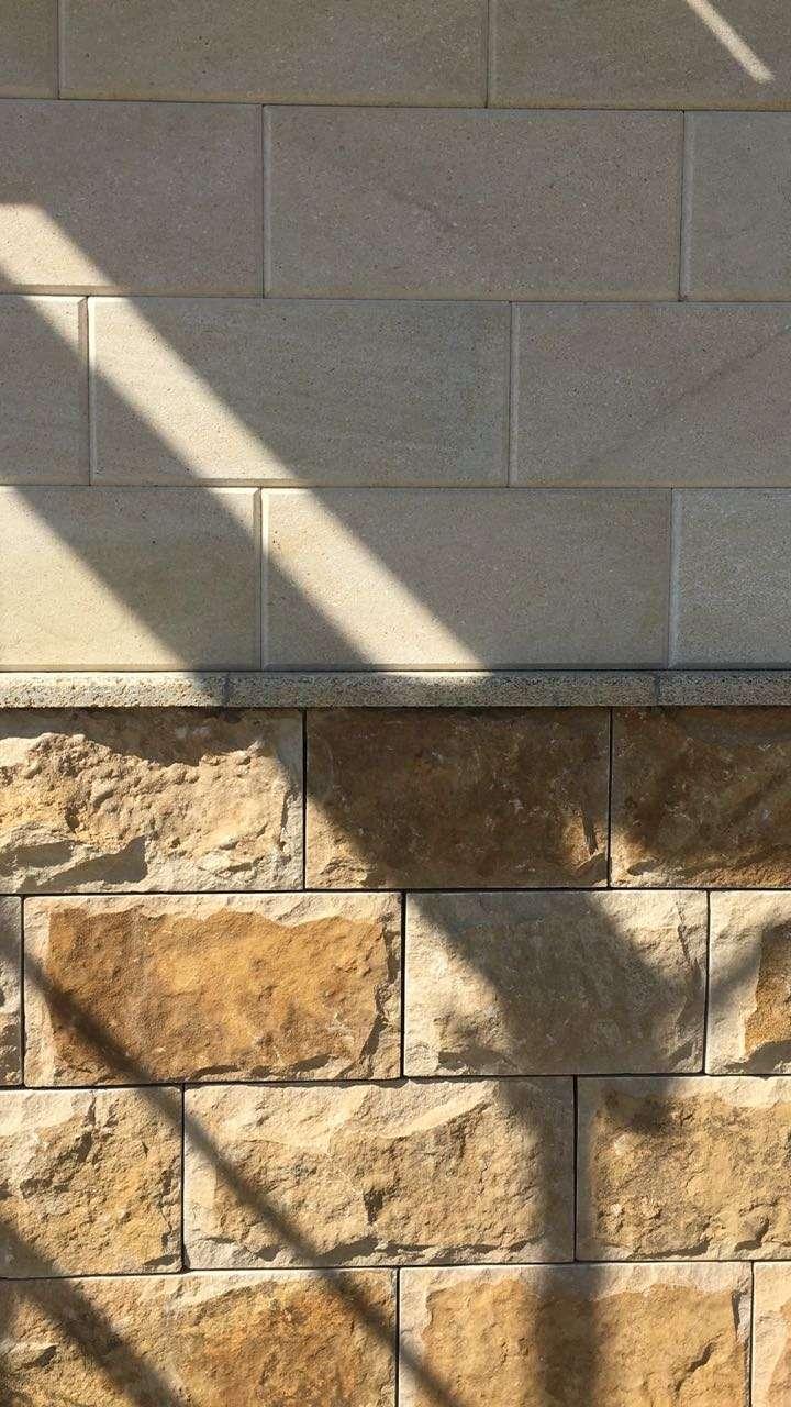 Два вида внешней облицовки коттеджей в поселке «Трава»: керамический кирпич или дагестанский камень